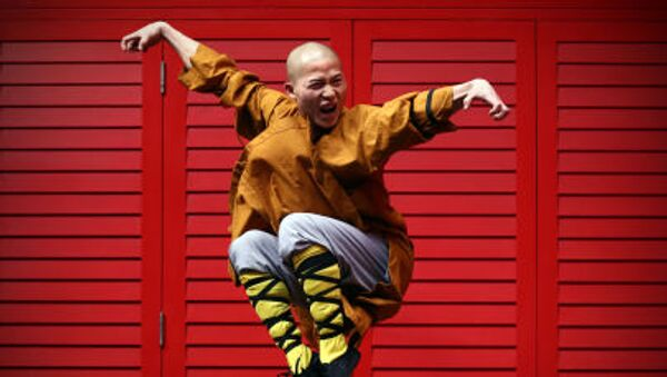 Monaco Shaolin posa nel quartiere cinese di Londra - Sputnik Italia