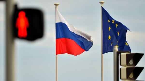 Bandiere di Russia e UE - Sputnik Italia