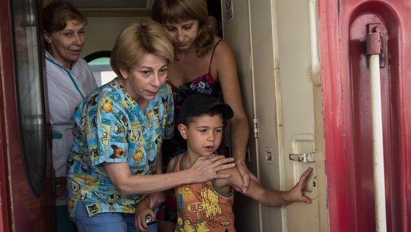Dottoressa Lisa, nove bambini in gravi condizioni sono giunti a Mosca dall'Ucraina dell'est - Sputnik Italia