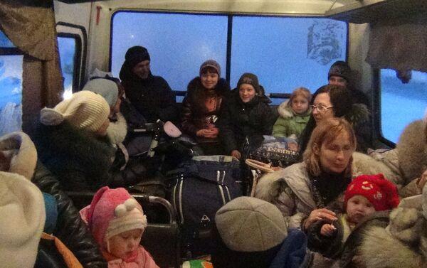 Profughi nel Donbass autobus - Sputnik Italia
