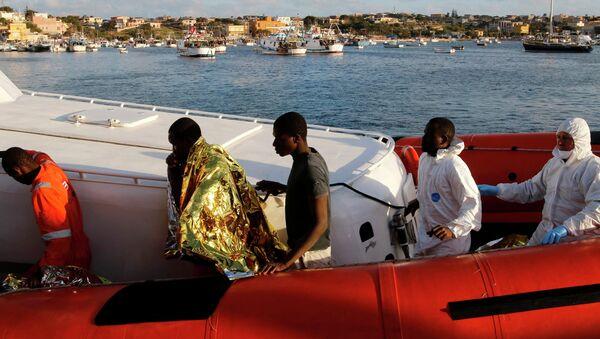 Migranti da Libia arrivano a Lampedusa - Sputnik Italia