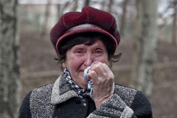 Il dolore negli occhi di una parente di un minatore - Sputnik Italia