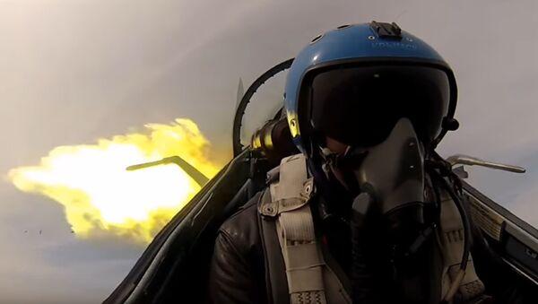Un pilota di un cacciabombardiere - Sputnik Italia