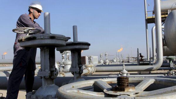 Estrazione petrolio in Iraq - Sputnik Italia