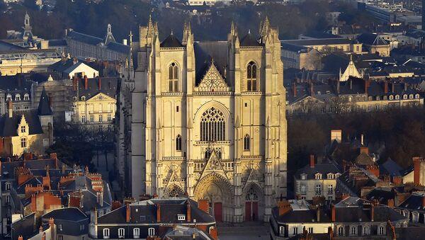 La cattedrale di Saint-Pierre-et-Saint-Paul a Nantes - Sputnik Italia