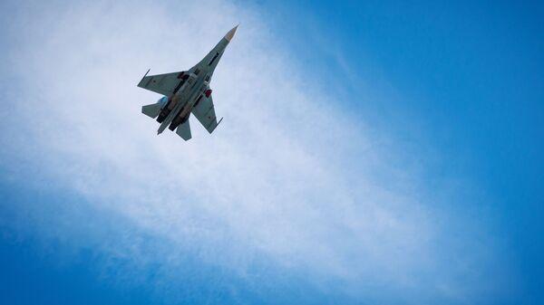 Intercettato aereo spia americano da caccia russo Su-27 nel Mar Nero - Sputnik Italia