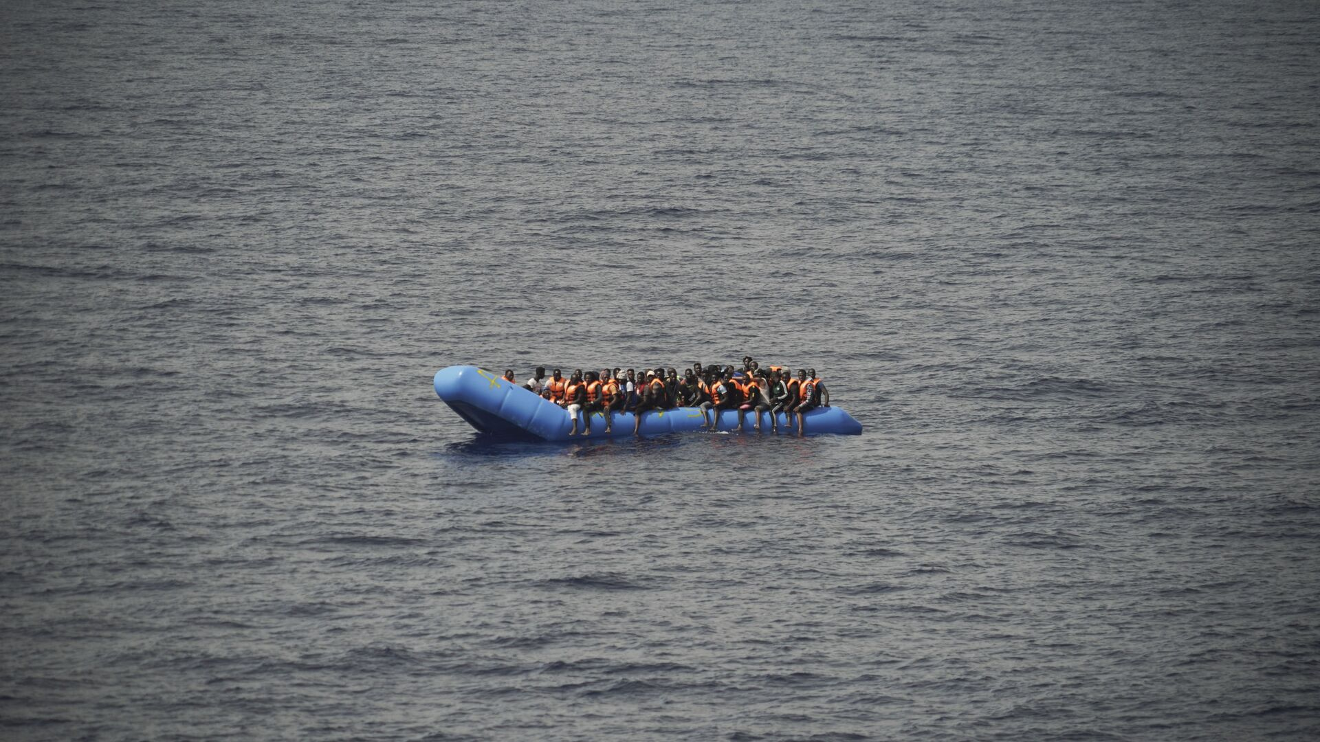 Migranti su una barca - Sputnik Italia, 1920, 01.09.2021