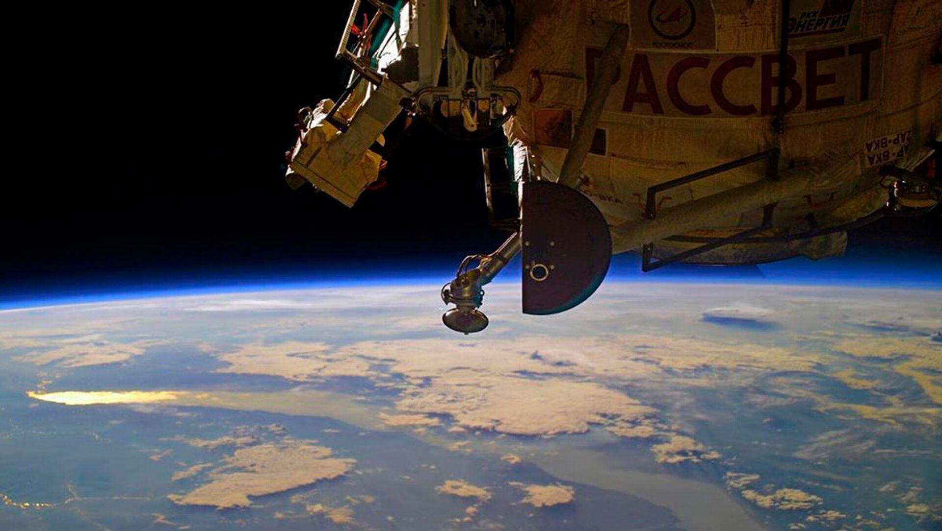 Рассвет над Байкалом с борта МКС - Sputnik Italia, 1920, 26.03.2021