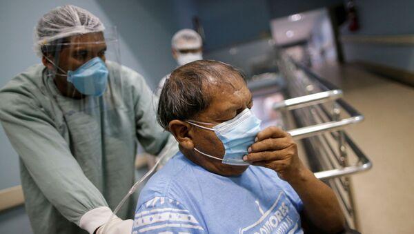 Un paziente di COVID-19 in un ospedale di Goiania, Brasile - Sputnik Italia