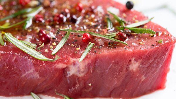 Carne cruda, imagen referencial - Sputnik Italia