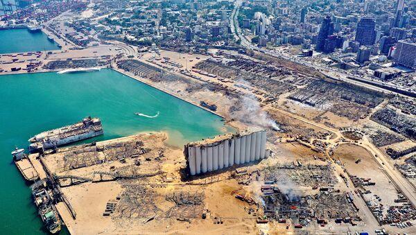 Вид с воздуха на порт и прилегающие районы Бейрута, поврежденные взрывом - Sputnik Italia