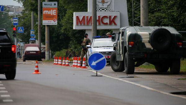 Forze dell'ordine all'ingresso a Minsk - Sputnik Italia