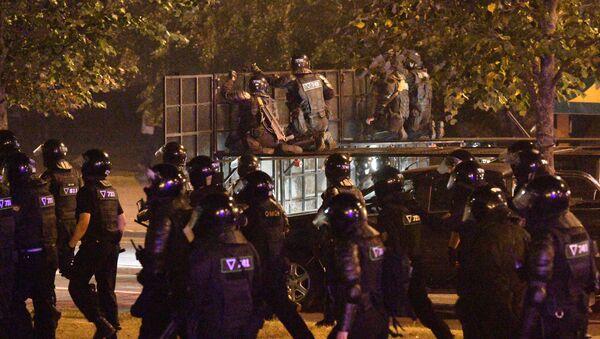 Scontri tra polizia e manifestanti in Bielorussia - Sputnik Italia