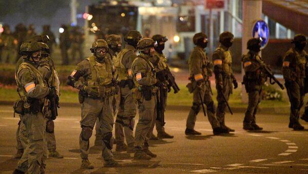 Polizia militare bielorussa a Minsk - Sputnik Italia