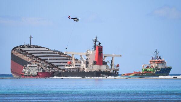 Судно MV Wakashio, севшее на мель у побережья юго-восточного Маврикия - Sputnik Italia