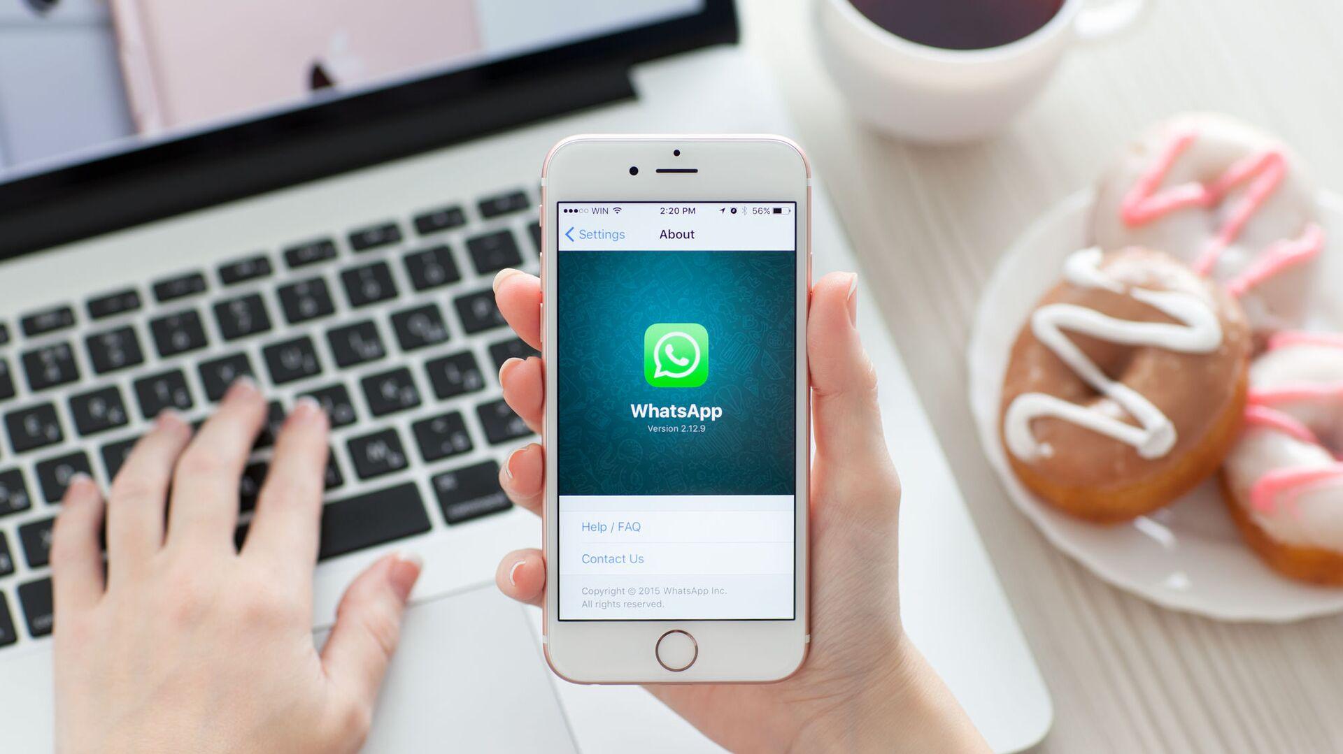 iPhone 6S, Whatsapp sullo schermo - Sputnik Italia, 1920, 22.08.2021