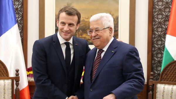 Emmanuel Macron e Mahmoud Abbas  - Sputnik Italia