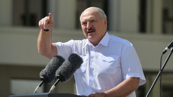 Il presidente bielorusso Aleksandr Lukashenko interviene al comizio a suo sostegno a Minsk - Sputnik Italia