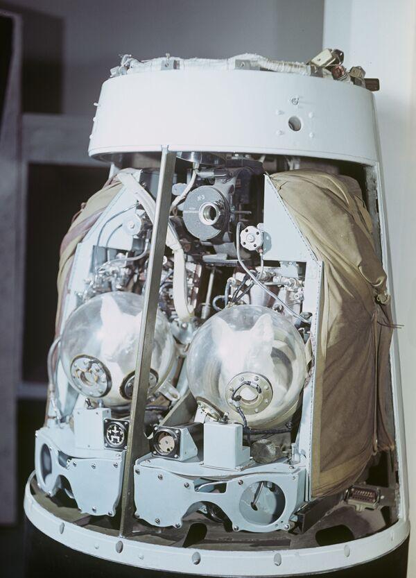 Il modello del contenitore catapultabile della seconda navicella spaziale sovietica lanciata nell'orbita il 19 agosto 1960 con a bordo i cani Belka e Strelka. - Sputnik Italia