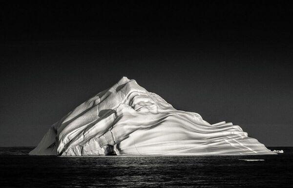 La foto Iceberg alla panna montata di Geffrard Bourke, Minimalist Photographer 2020 - Sputnik Italia