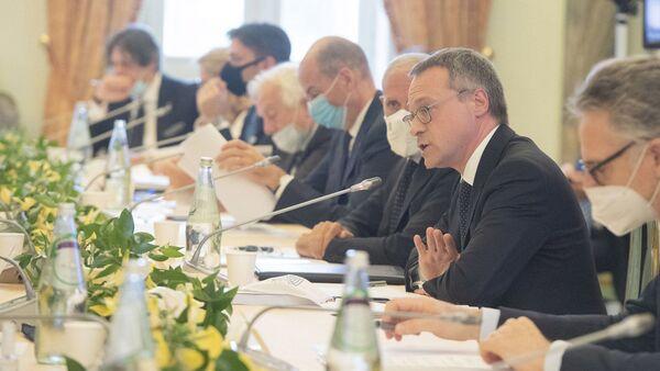 Il presidente di Confindustria Bonomi in un tavolo di confronto con il governo - Sputnik Italia