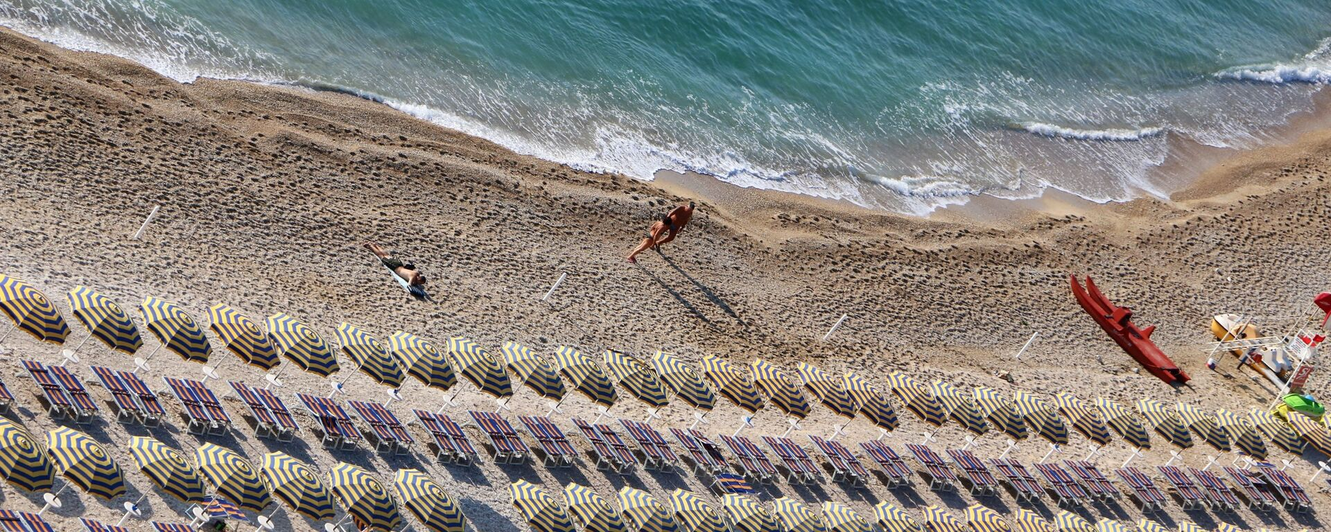 Una spiaggia quasi vuota - Sputnik Italia, 1920, 05.09.2020