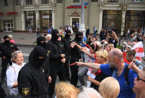 La manifestazione contro il presidente Aleksandr Lukashenko a Minsk - Sputnik Italia