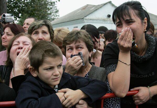 Nella tragedia sono morte 334 persone, compresi 318 ostaggi, di cui 186 ragazzi. - Sputnik Italia