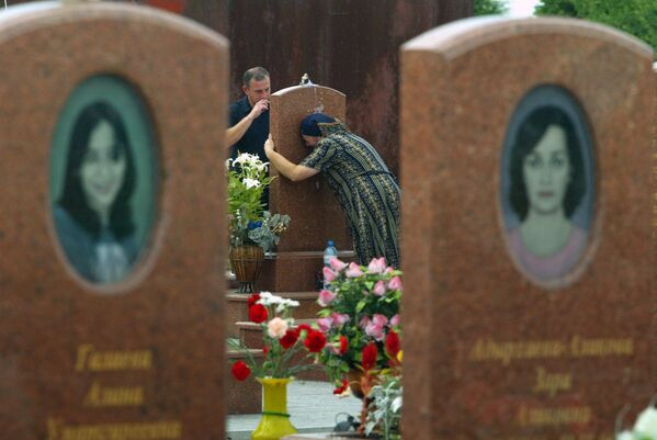 810 persone — fra ostaggi, uomini dei servizi speciali, agenti di polizia e militari dell'esercito sono rimaste ferite. - Sputnik Italia