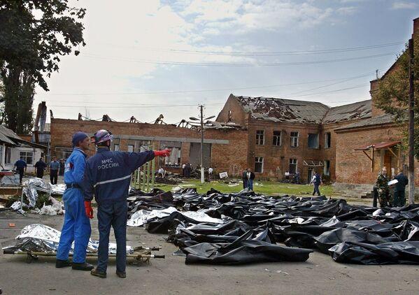 Rimangono dubbi su come i ribelli riuscirono a far penetrare le armi all'interno della scuola (in ristrutturazione nell'estate del 2004). - Sputnik Italia