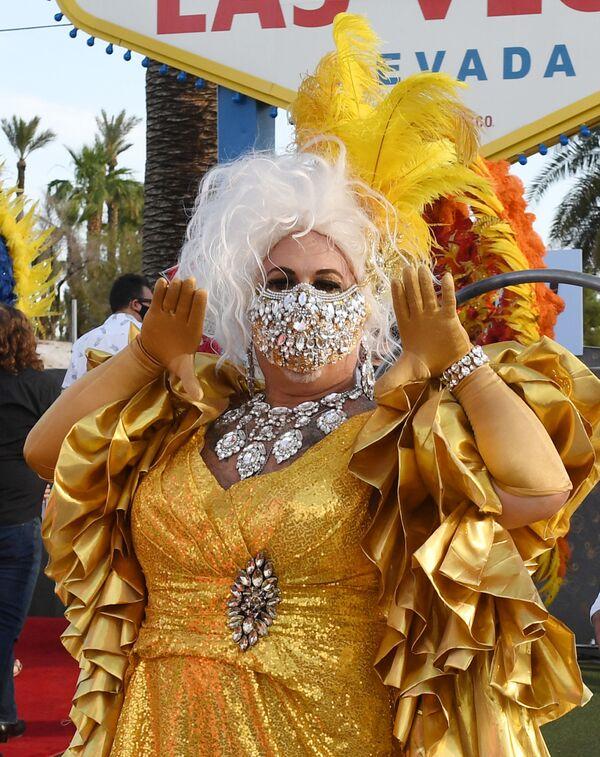Un artista partecipa alla sfilata a Las Vegas - Sputnik Italia