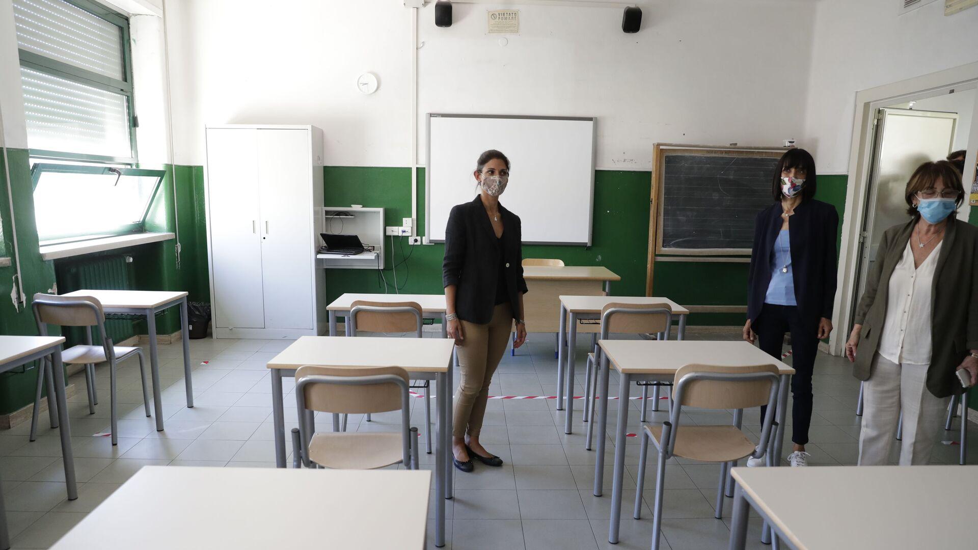 Virginia Raggi a scuola a Roma prima dell'inizio dell'anno scolastico - Sputnik Italia, 1920, 16.09.2021