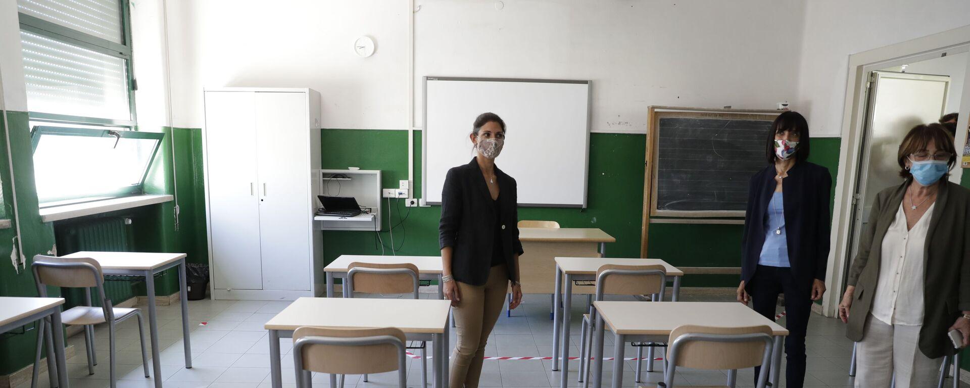 Virginia Raggi a scuola a Roma prima dell'inizio dell'anno scolastico - Sputnik Italia, 1920, 09.09.2021