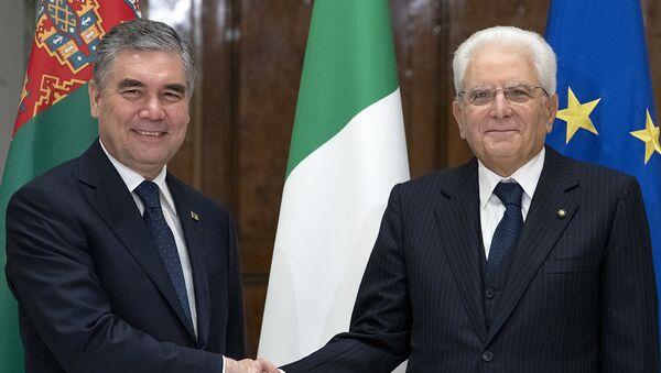 Il Presidente Sergio Mattarella con il Presidente del Turkmenistan, Gurbanguly Berdimuhamedov, in visita ufficiale (foto d'archivio) - Sputnik Italia