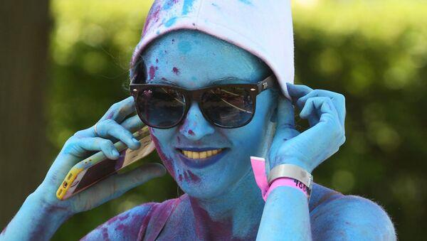 Una donna pitturata in blu come un puffo - Sputnik Italia
