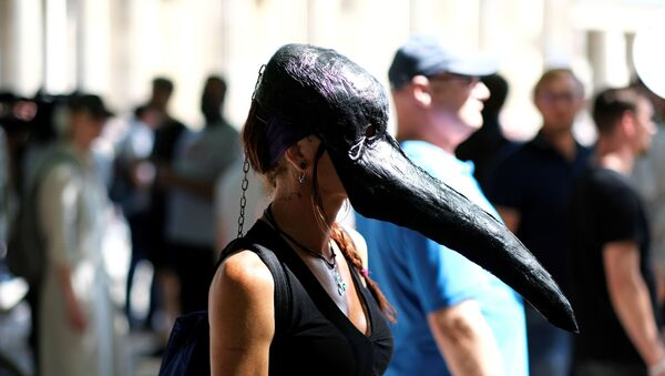 Una foto della protesta no mask di Berlino del 2 agosto  - Sputnik Italia