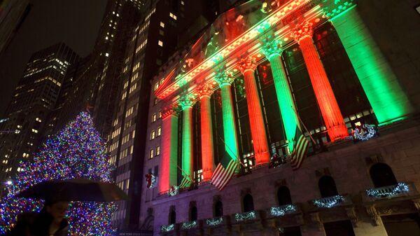 Wall Street illuminata durante le festività natalizie - Sputnik Italia