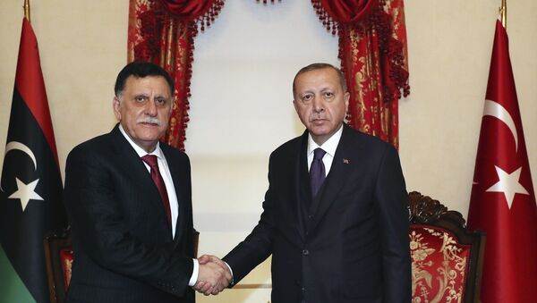 Recep Tayyip Erdogan e Fayez al-Sarraj a Istanbul - Sputnik Italia