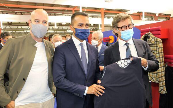 Luigi Di Maio con giubbotto antiproiettile alla cerimonia inaugurale della 31ª edizione di Milano Unica  - Sputnik Italia