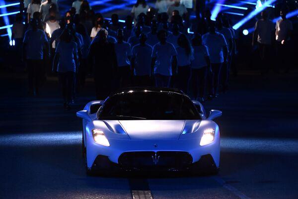 """Oltre 325 km/h di velocità massima, da 0 a 100 km/h in meno di 2,9 secondi e da 0 a 200 km/h in a 8,8 secondi sono il risultato di un peso inferiore a 1.500 kg e del nuovo motore battezzato """"Nettuno"""". - Sputnik Italia"""