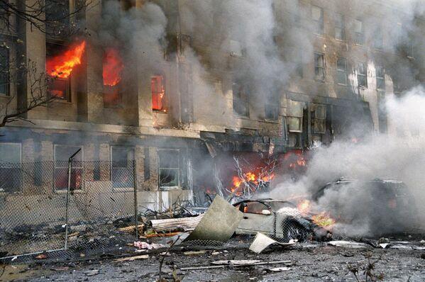 Auto danneggiata durante l'attacco dell'11 settembre 2001 - Sputnik Italia