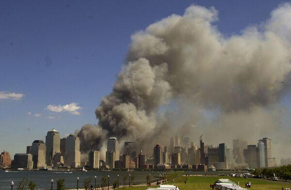 Il World Trade Center in fiamme, l'11 settembre 2001 - Sputnik Italia