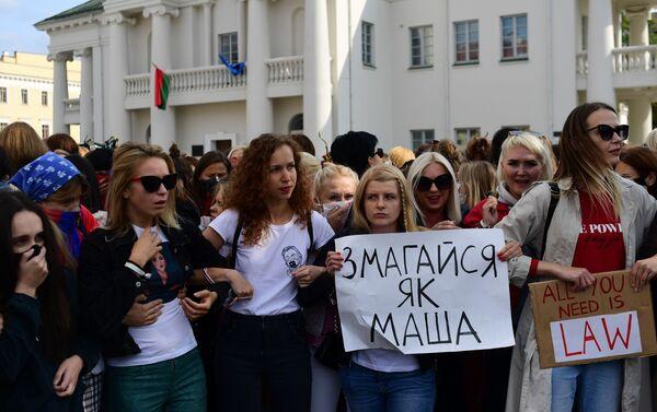 Ragazze al corteo a Minsk - Sputnik Italia