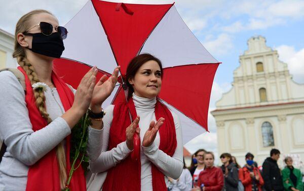 Ragazze al corteo Amica per amica a Minsk - Sputnik Italia