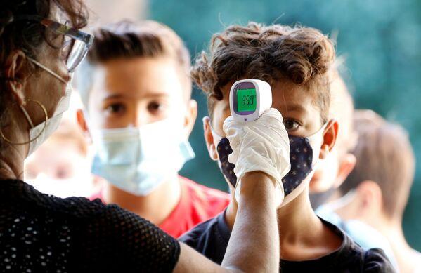 Controllo della temperatura agli alunni dopo riapertura delle scuole a Roma, Italia, il 14 settembre 2020 - Sputnik Italia
