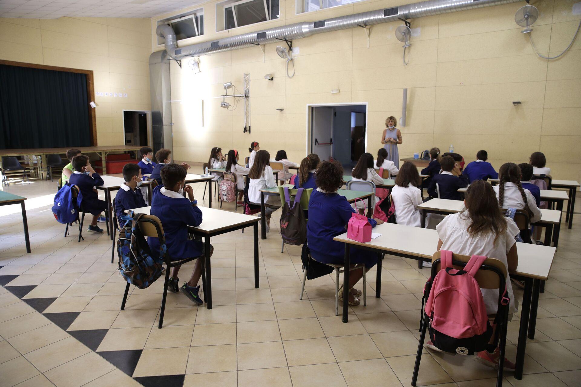 Lezione in una delle scuole a Roma dopo la riapertura, Italia - Sputnik Italia, 1920, 18.05.2021
