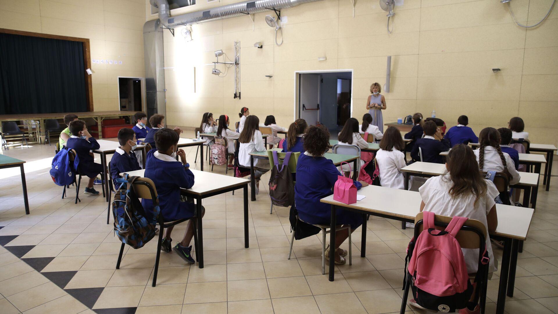 Lezione in una delle scuole a Roma dopo la riapertura, Italia - Sputnik Italia, 1920, 25.05.2021
