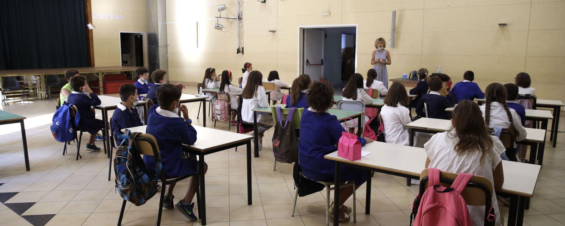 Lezione in una delle scuole a Roma dopo la riapertura, Italia - Sputnik Italia, 1920, 24.07.2021