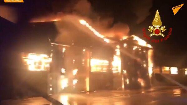 Ancona, vasto incendio nel porto - Sputnik Italia