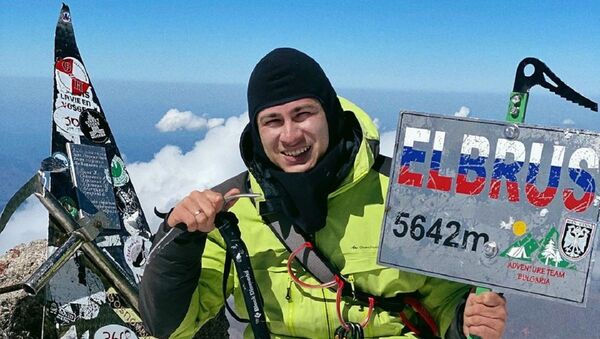 Rustam Nabiev in cima al monte Elbrus - Sputnik Italia